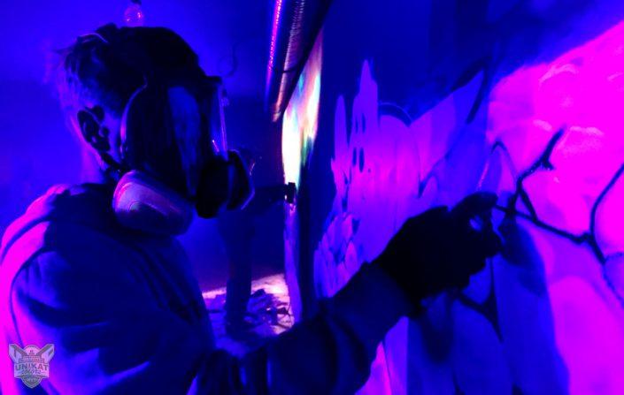 Künstler im Schwarzlicht