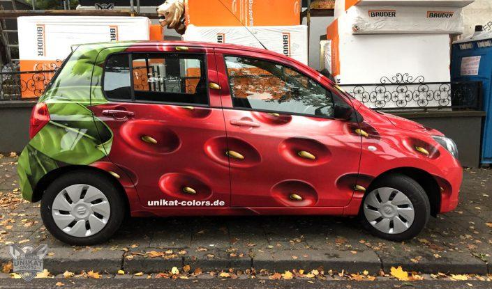 Auto im Erdbeerdesigne