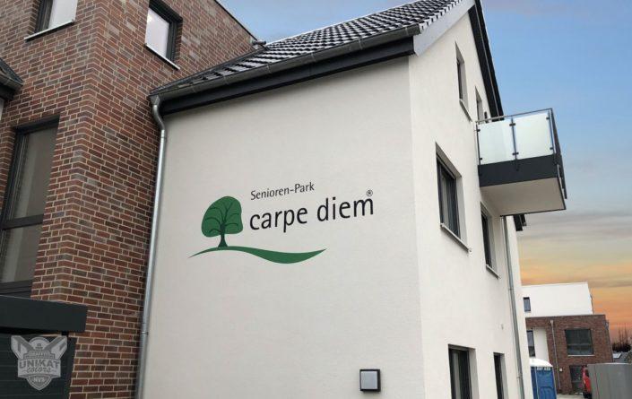 Logo auf Fassade